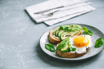 Avocado Sandwiches with Fried Egg