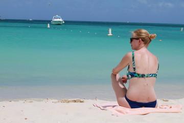 Femme maillot aruba plage