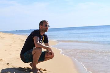 Homme plage t-shirt lunettes soleil