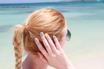 Femme ongles plage aruba