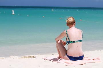 Femme en bikini de dos