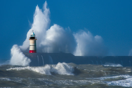 Perfect storm - Lighthouse - Stormforce - Storm Chaser