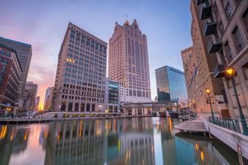 Fotomurales - Downtown skyline with Buildings in Milwaukee USA