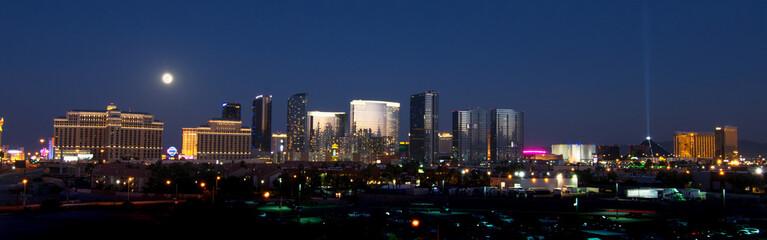 Foto op Canvas Las Vegas Las Vegas skyline during a full moon.