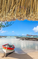 plage de Cap Malheureux sous rebord de parasol de paille, Bain Boeuf, Coin de Mire, île Maurice