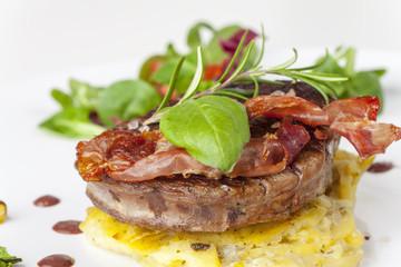 Steak mit Speck