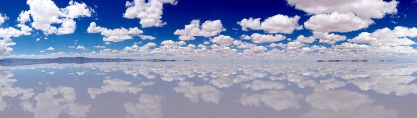 ウユニ塩湖のパノラマ写真