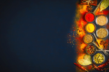 Photo sur Toile Herbe, epice Wooden table of colorful spices