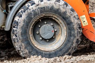 Reifen an einem Radlader