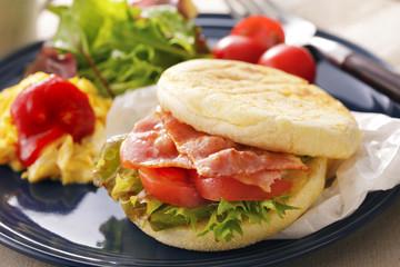 BLT マフィンサンド BLT English muffin sandwich