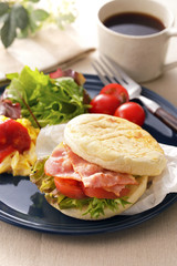 BLT マフィンサンド BLT English muffin sandwich
