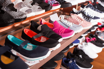 Spring shoes are standing on shelves