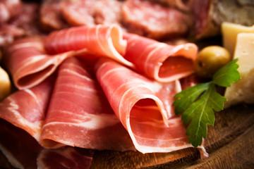 Prosciutto Crudo affettato su tagliere in legno, Italian Ham