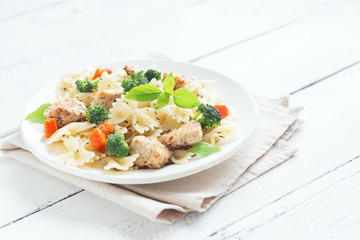 Farfalle pasta with chicken and vegetables
