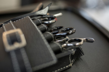Hairdresser equipment in black etui