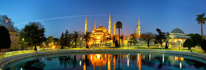 Sultanahmet Camii or Blue Mosque at dusk, Istanbul, Turkey
