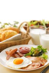 朝食 イメージ Fried eggs and bacon breakfast