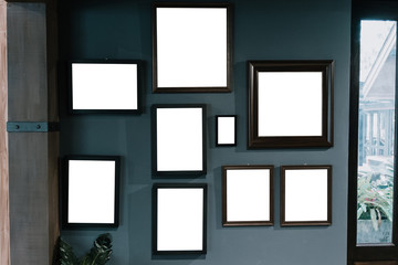 Picture frame with empty screen