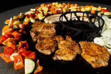 Feuerplatte Burger, Gemüse, Steaks grillen