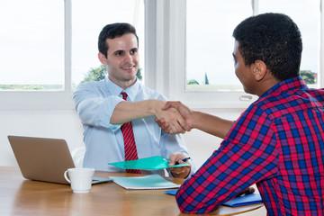 Handschlag nach Vorstellungsgespräch