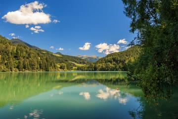 Blick über den See von Olang (Valdaora) im Pustertal in Süd Tirol_002