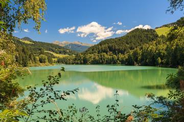 Blick über den See von Olang (Valdaora) im Pustertal in Süd Tirol_001