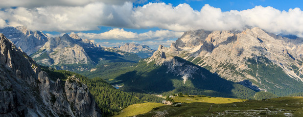 Landschaft um die Drei Zinnen in den Sextner Dolomiten, Südtirol Italien_017