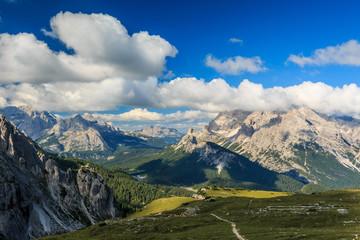 Landschaft um die Drei Zinnen in den Sextner Dolomiten, Südtirol Italien_016