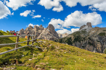Landschaft um die Drei Zinnen in den Sextner Dolomiten, Südtirol Italien_003