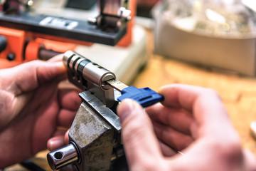 locksmith master repairs door lock cylinder