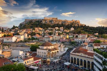 Fotomurales - Die Altstadt Plaka und die Akropolis von Athen, Griechenland, bei Sonnenuntergang