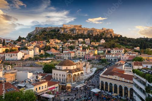 Wall mural Die Altstadt Plaka und die Akropolis von Athen, Griechenland, bei Sonnenuntergang