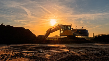 bagger in der abendsonne