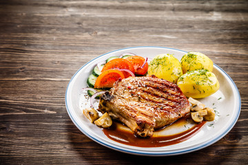 Grilled beefsteak with boiled potatoes and vegetables