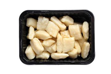 Fotobehang Assortiment Kluski leniwe . Przygotowane danie zapakowane w pudełko na białym tle