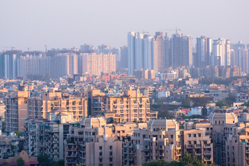 Cityscape in Noida, gurgaon, jaipur, delhi, lucknow, mumbai, bangalore, hyderabad showing small houses sky scrapers and other infrastructure options Papier Peint