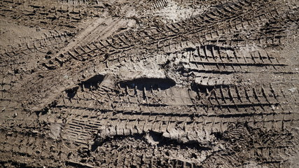 traces of tires in the mud view in detail in the sun