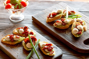 bruschetta with pesto sun-dried tomatoes