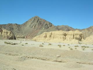 Skalny łańcuch górski w masywie Synaju, Egipt
