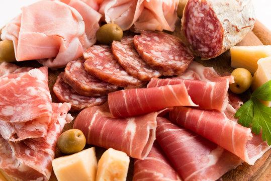 Salame, prosciutto crudo, prosciutto cotto e parmigiano, Antipasti Italiani