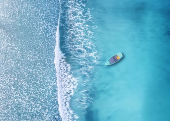 Foto auf Leinwand Pool Wave and boat on the beach as a background. Beautiful natural background at the summer time from air