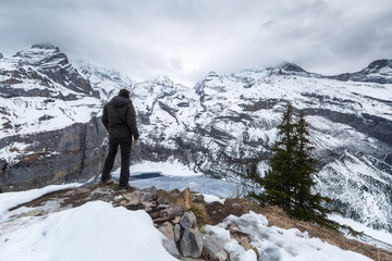 Lac Oeschinensee en hiver. Kandersteg, Suisse