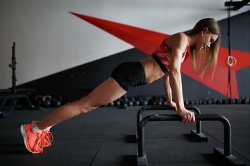 Photo side of sports woman pushing
