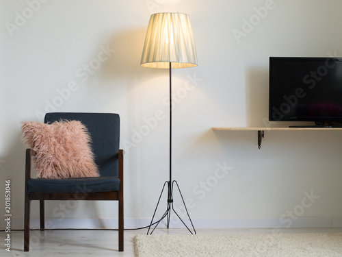 vintage living room with tv fotolia com の ストック写真と