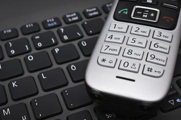 Laptoptastatur mit Telefon