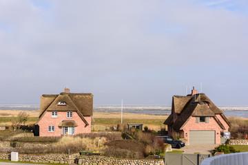 Reetdachhäuser am Wattenmeer
