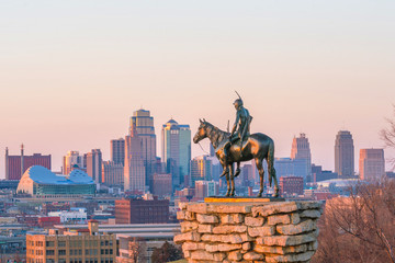 Photo sur Aluminium Etats-Unis The Scout overlooking downtown Kansas City