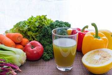 緑黄色野菜と栄養たっぷり野菜ジュース