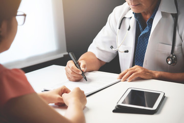 Doctor discussing with Female patient.