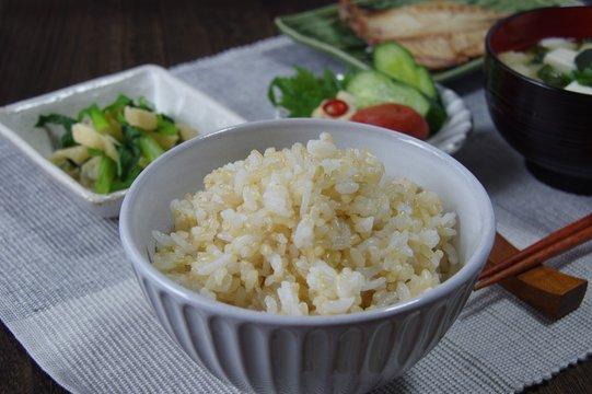 発芽玄米ご飯の食卓